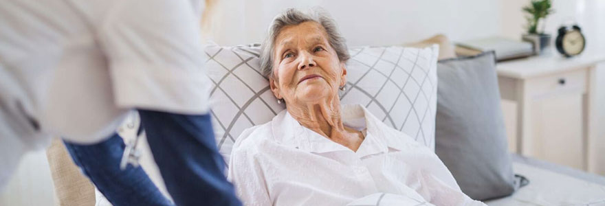 La garde de nuit des personnes âgées